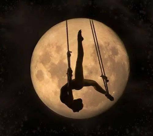 La femme et la Lune ...  - Page 3 10665610