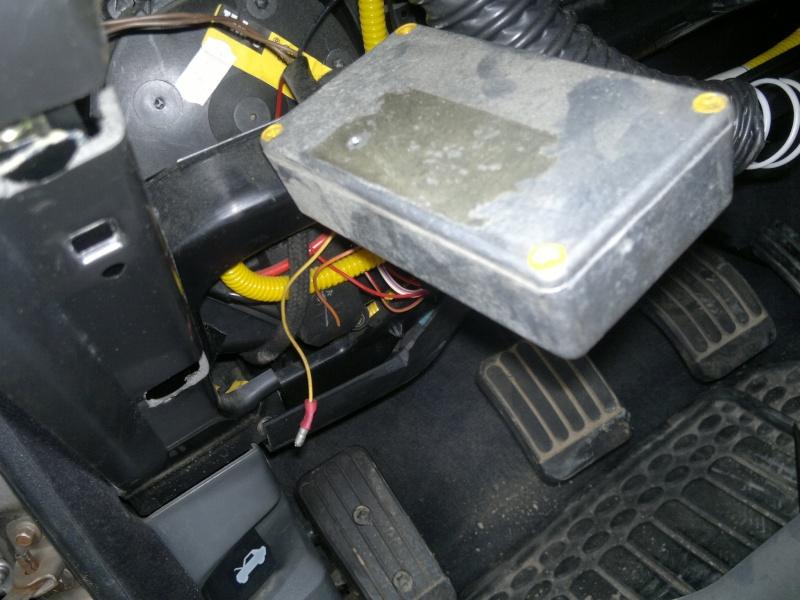 boitier retrouvé sous le volant 2015-011