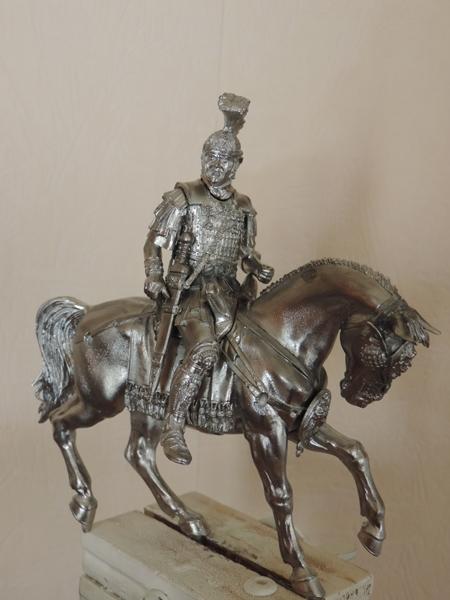 """Cavalier Romain """"Decurio Equitum """" le cavalier presque terminé!! Dscn1116"""