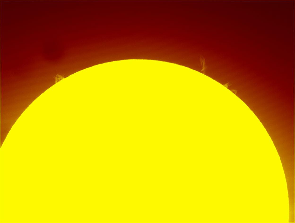Soleil et protubérances du 7 Mars 2015 a la Lunt 60 13053610