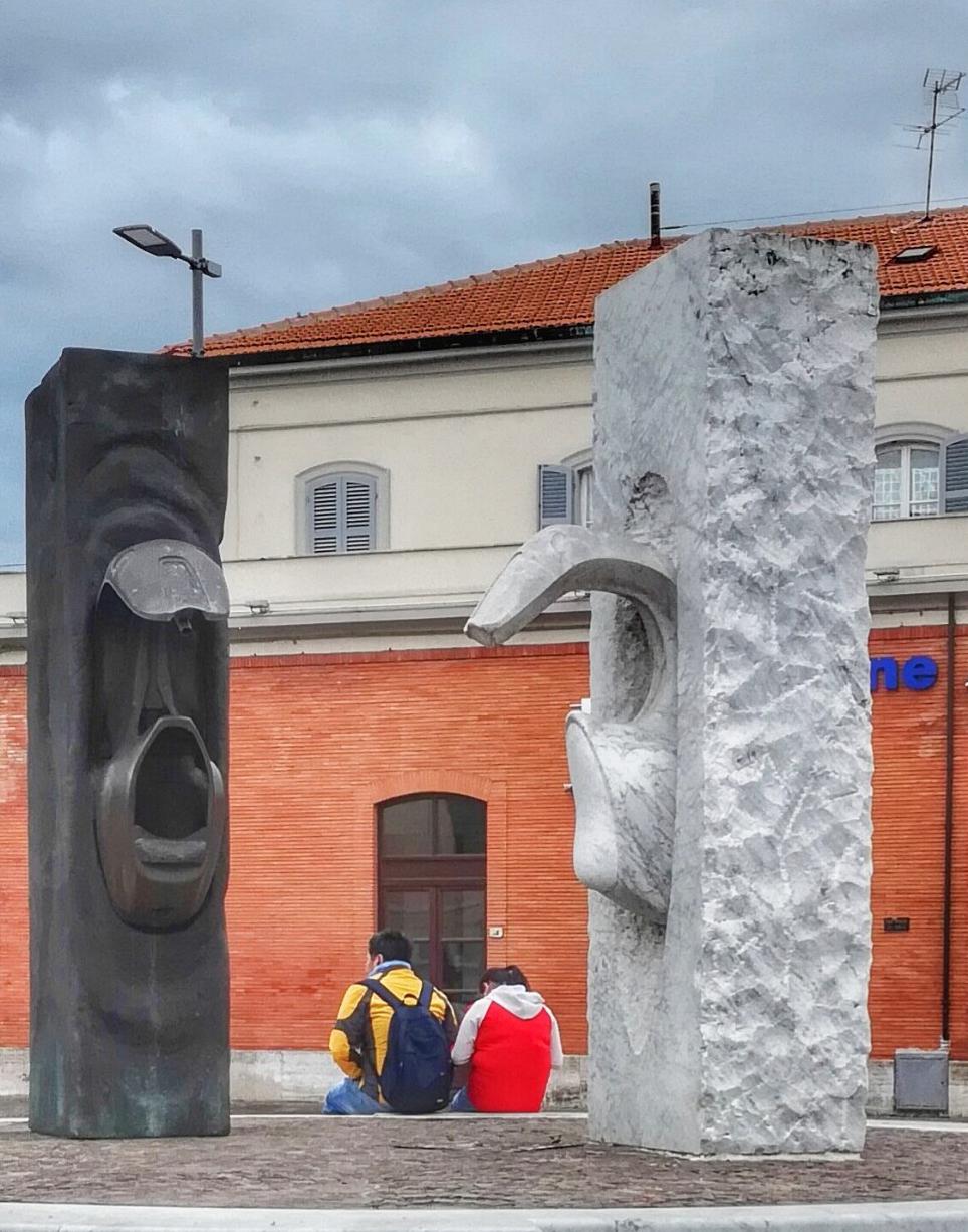 Le monument à la Vespa à Pontedera - Italie 01905010