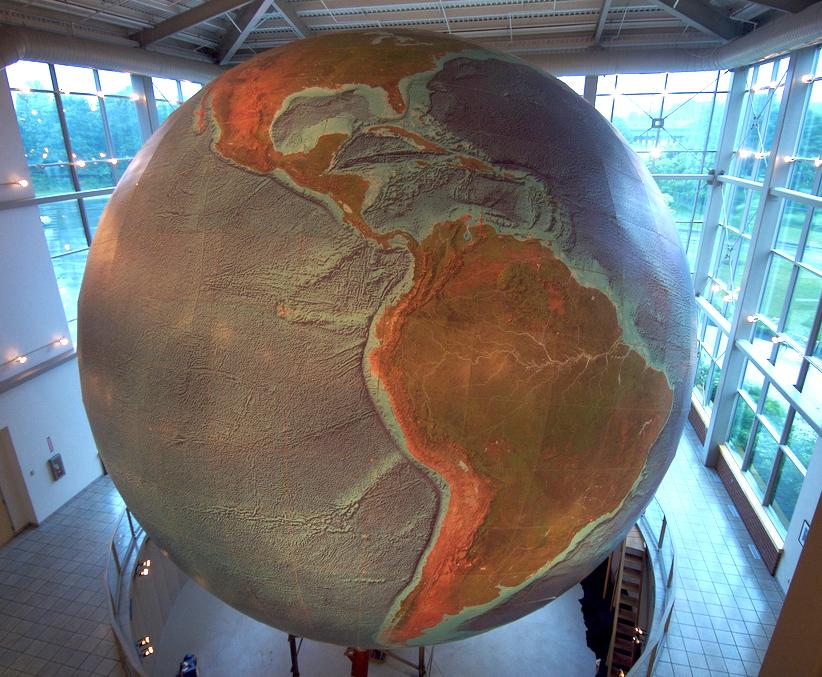 Globes terrestres visibles depuis les cieux - Page 4 19735110