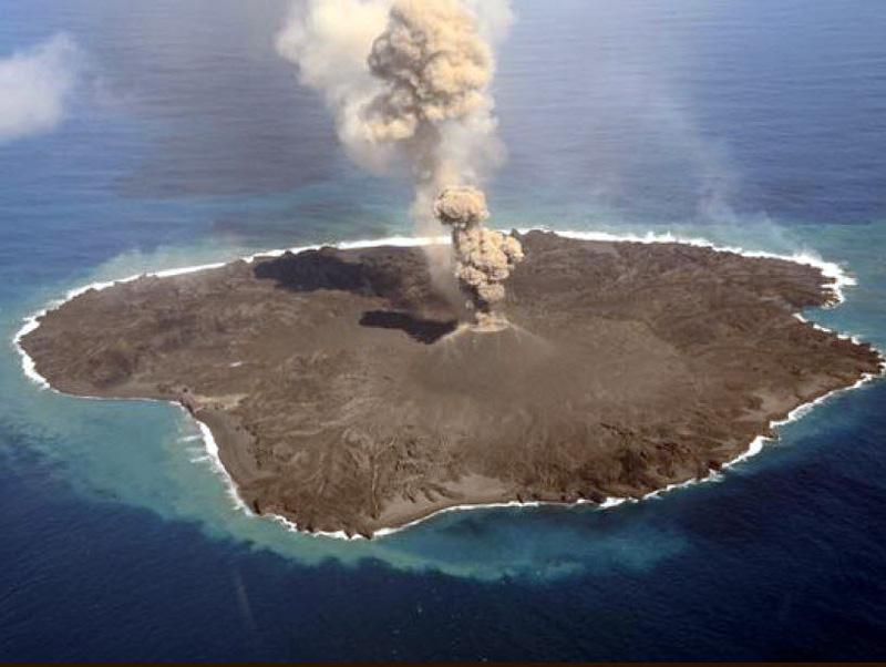 Une nouvelle île émerge au large du Japon 2015-022