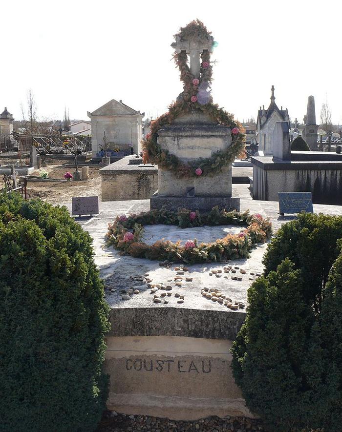 Tombes de personnes célèbres  768px-10