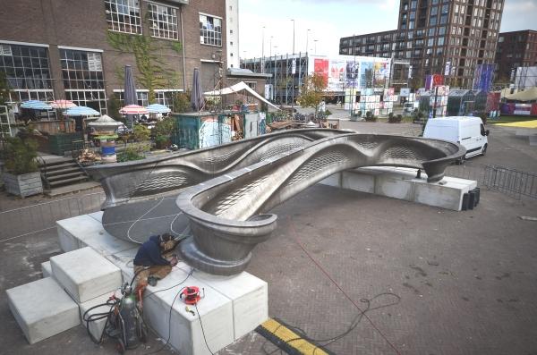 (Bientôt visible sur GE) Amsterdam, bientôt le premier pont réalisé grace à l'impression 3D Mx3d-b10