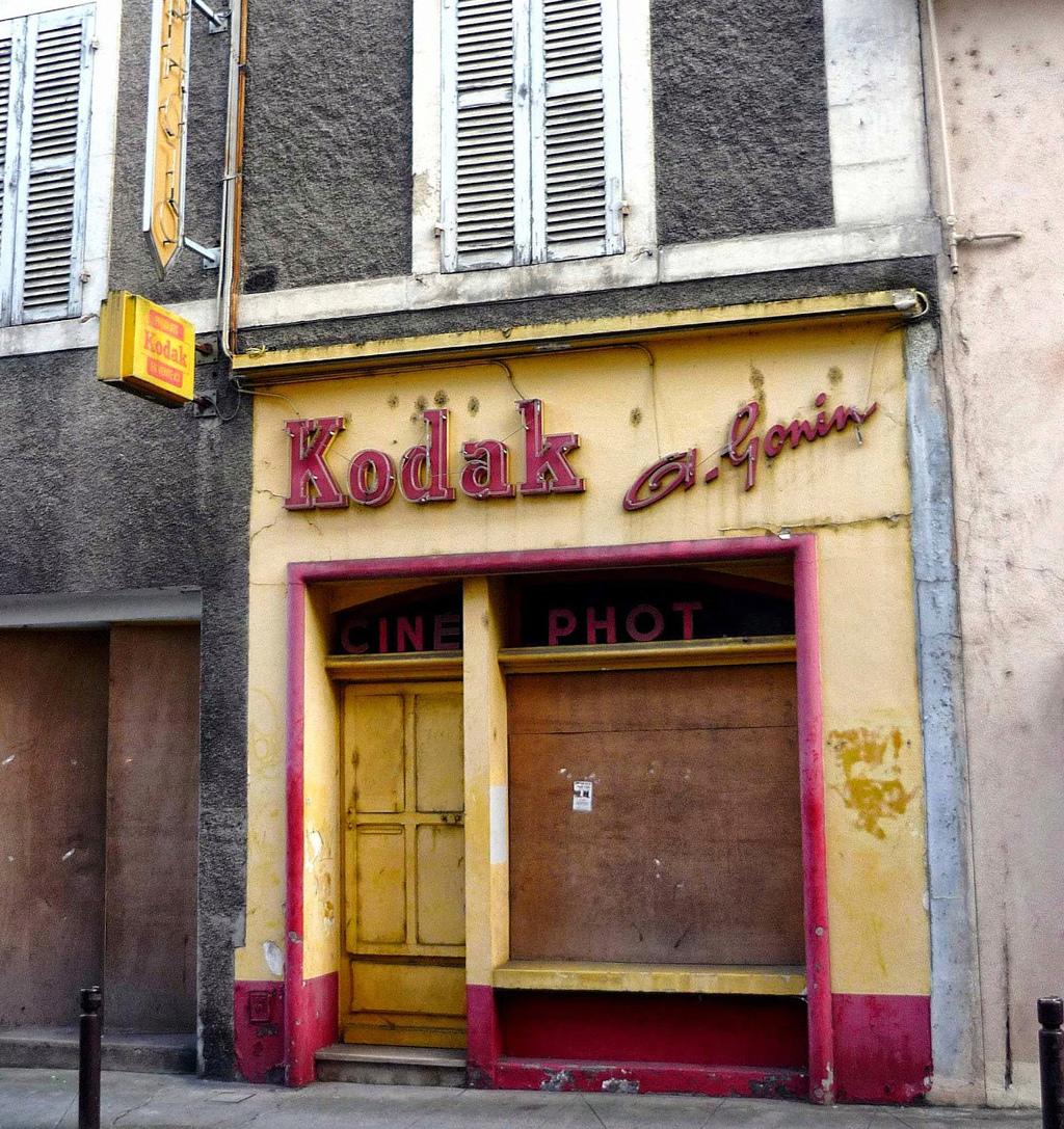 STREET VIEW : les façades de magasins (France) - Page 15 Nevers10