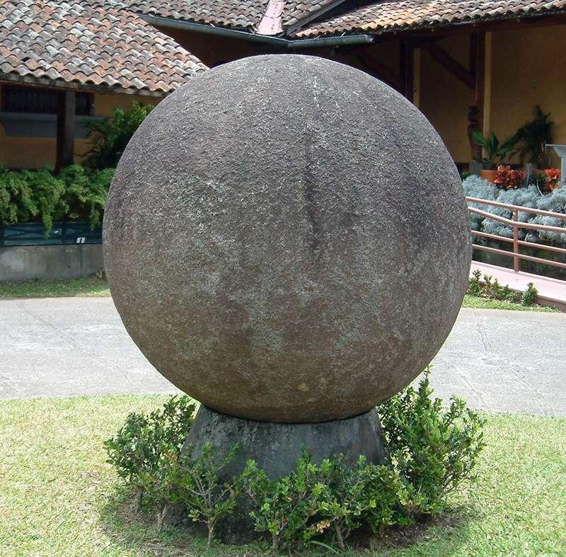 Les sphères mégalithiques du Costa Rica. Stone_10