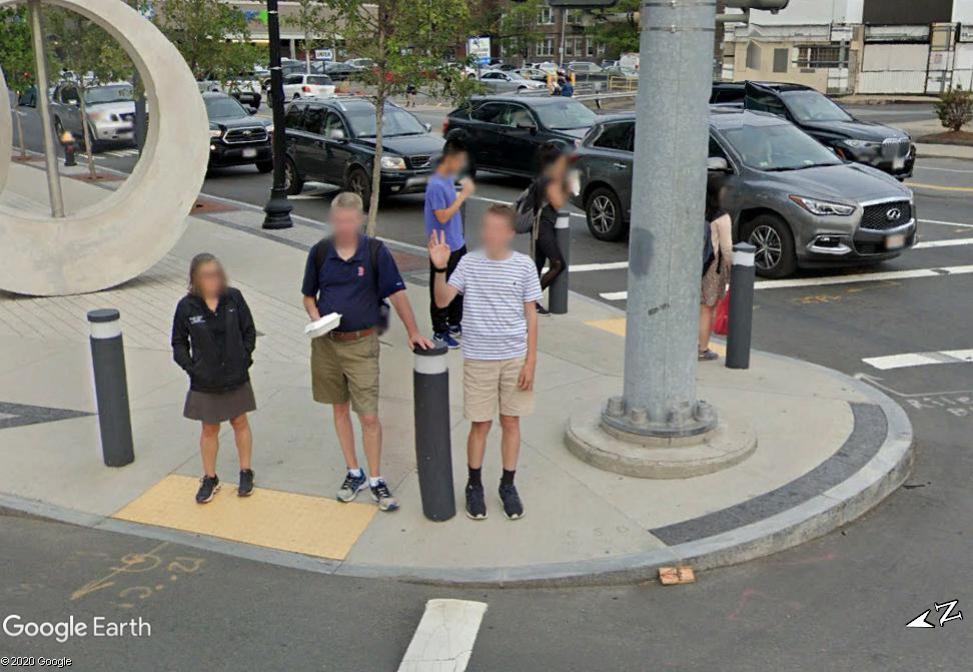 STREET VIEW : un coucou à la Google car  - Page 54 Z1110