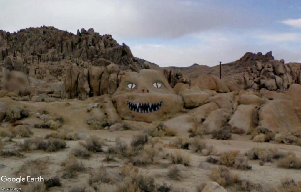 Art étrange à Lone Pine - Californie Z1413
