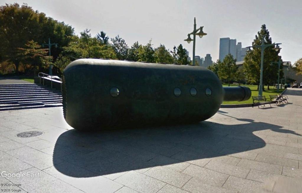 "Sculpture ""Private Passage"" - New York - USA Z1810"