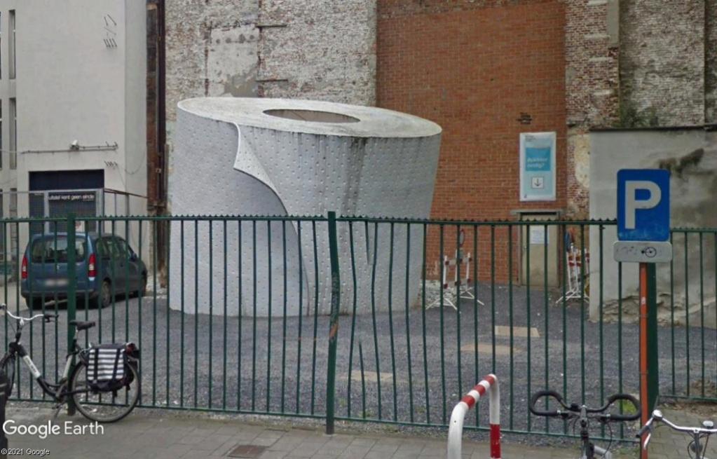 Un rouleau de papier toilette géant à Ghent - Belgique Z4210