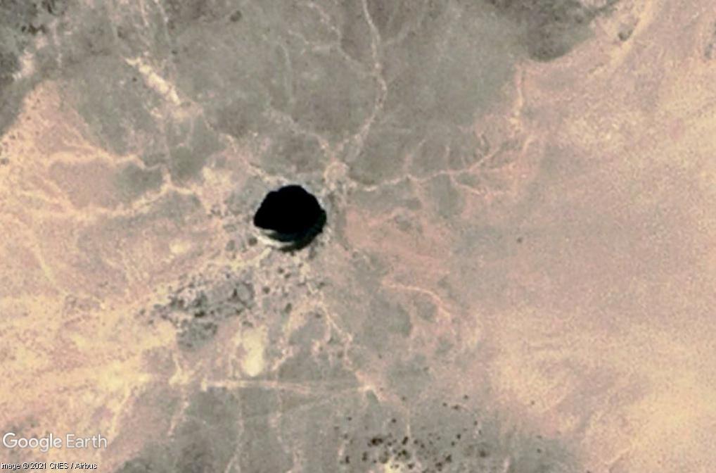 Au Yémen, un mystérieux trou noir de 30 mètre de large. Z6310