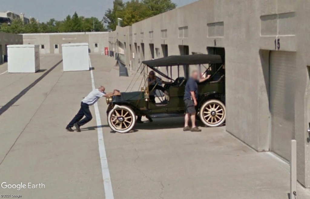 STREET VIEW : les voitures anciennes - Page 2 Z724