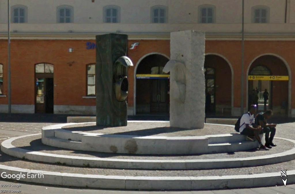 Le monument à la Vespa à Pontedera - Italie Zzz101