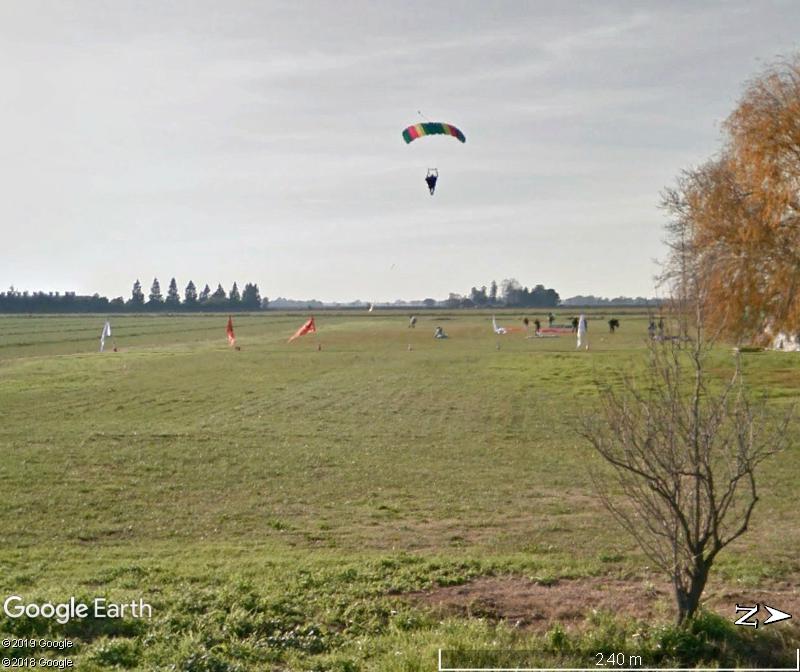 Un parachutiste qui se pose?? Collierville - Californie Zzz125