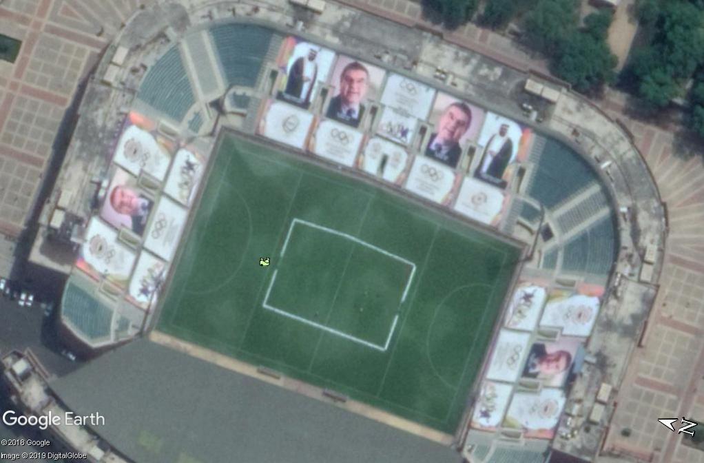 Des photos de personnages sur les gradins d'un stade - New Delhi - Inde Zzz145