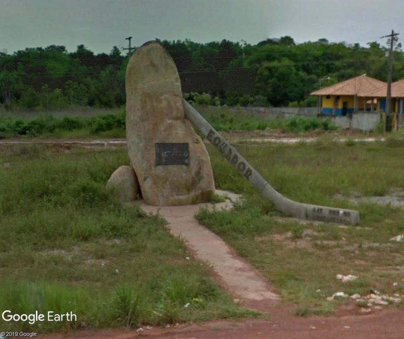 Monument marquant la position de l'équateur - Brésil Zzz176