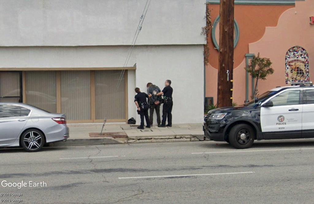 STREET VIEW : arrestation à Los Angeles. Zzz204