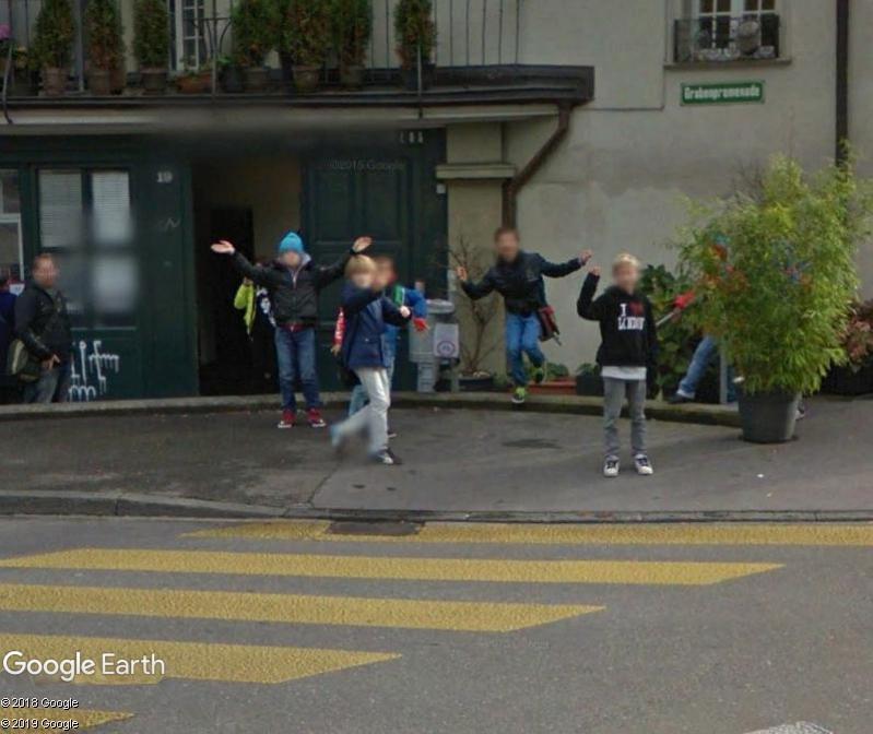 STREET VIEW : un coucou à la Google car  - Page 49 Zzz321