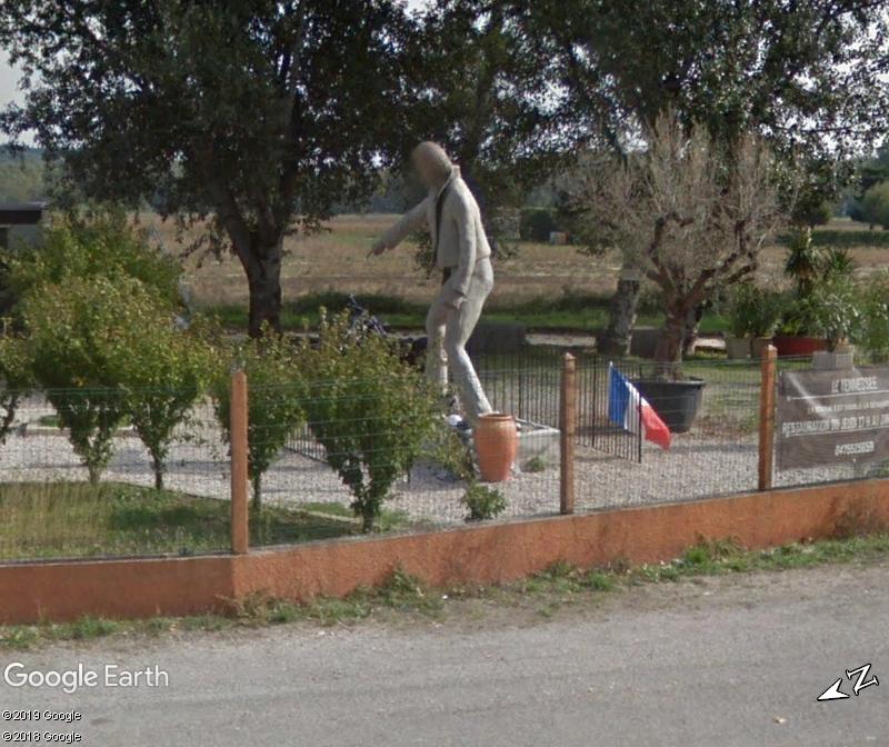 (Bientôt visible dans GE) Les statues de Johnny Halliday. Zzz67