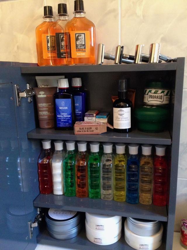 Photos de votre armoire spéciale rasage (ou de la partie réservée au rasage) - Page 16 Armoir10