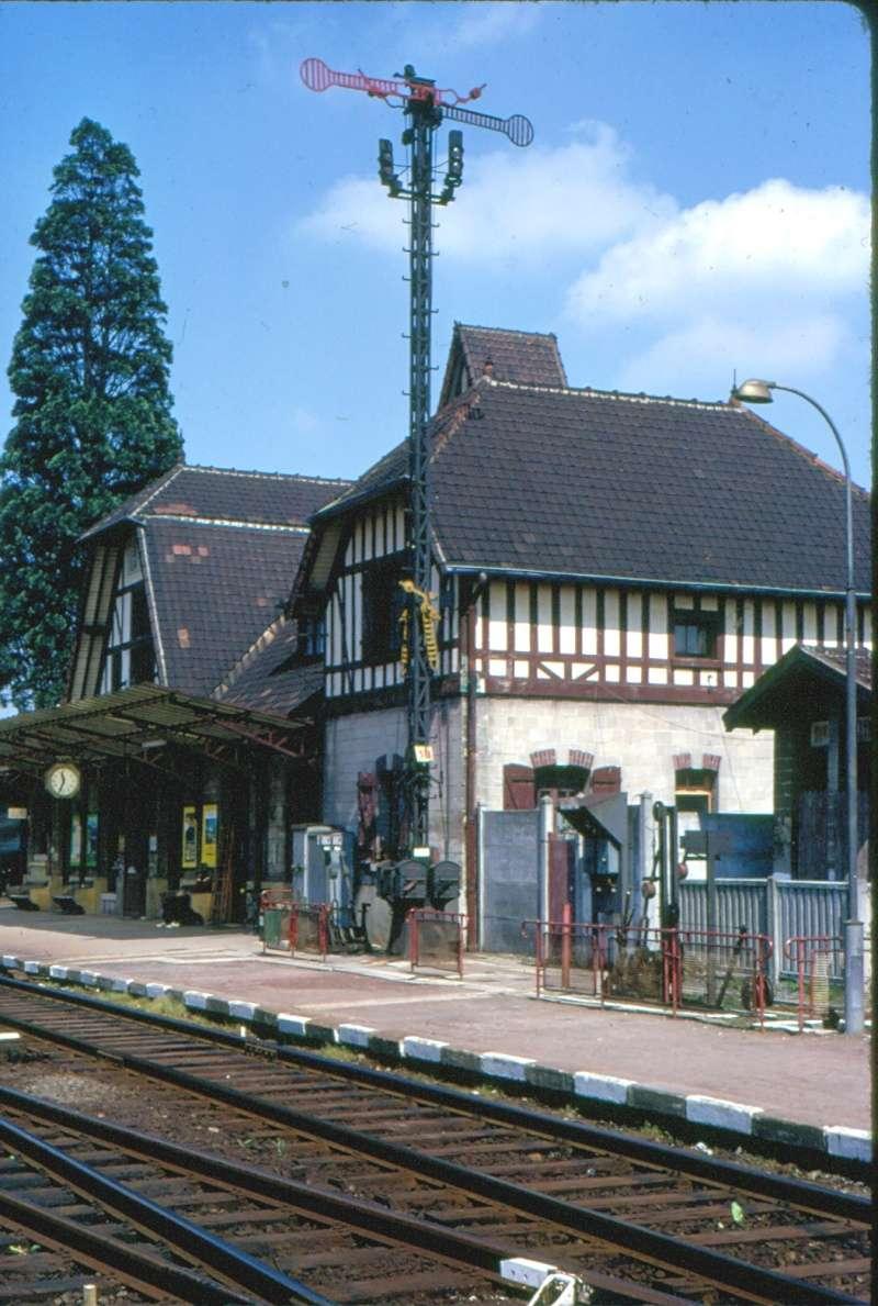 Sémaphores situés au droit des abords du bâtiment des voyageurs St-leu11