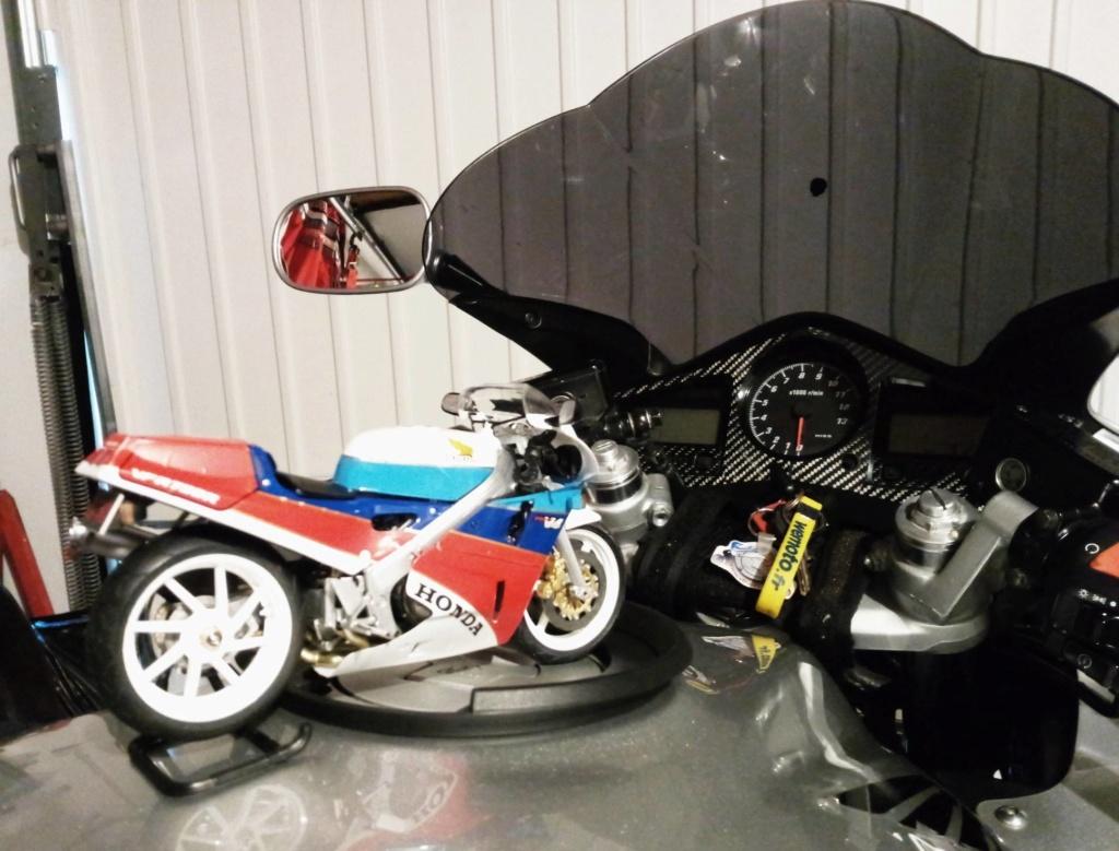 Une RC30 dans le garage.. Img_2012