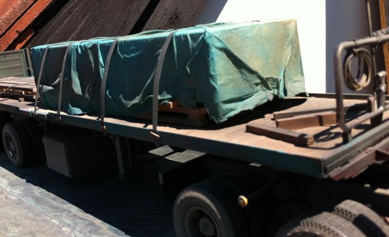Mack DM 800 AMT/Ertl  Ausführung Costa Rica mit Trailer 1:24 / 25 Mack8025