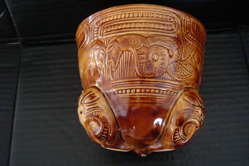 A Wharetana 1018 bowl with 3 masked feet ! Dsc06322