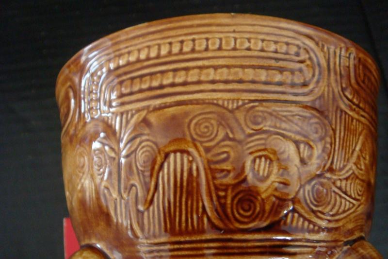 A Wharetana 1018 bowl with 3 masked feet ! Dsc06325