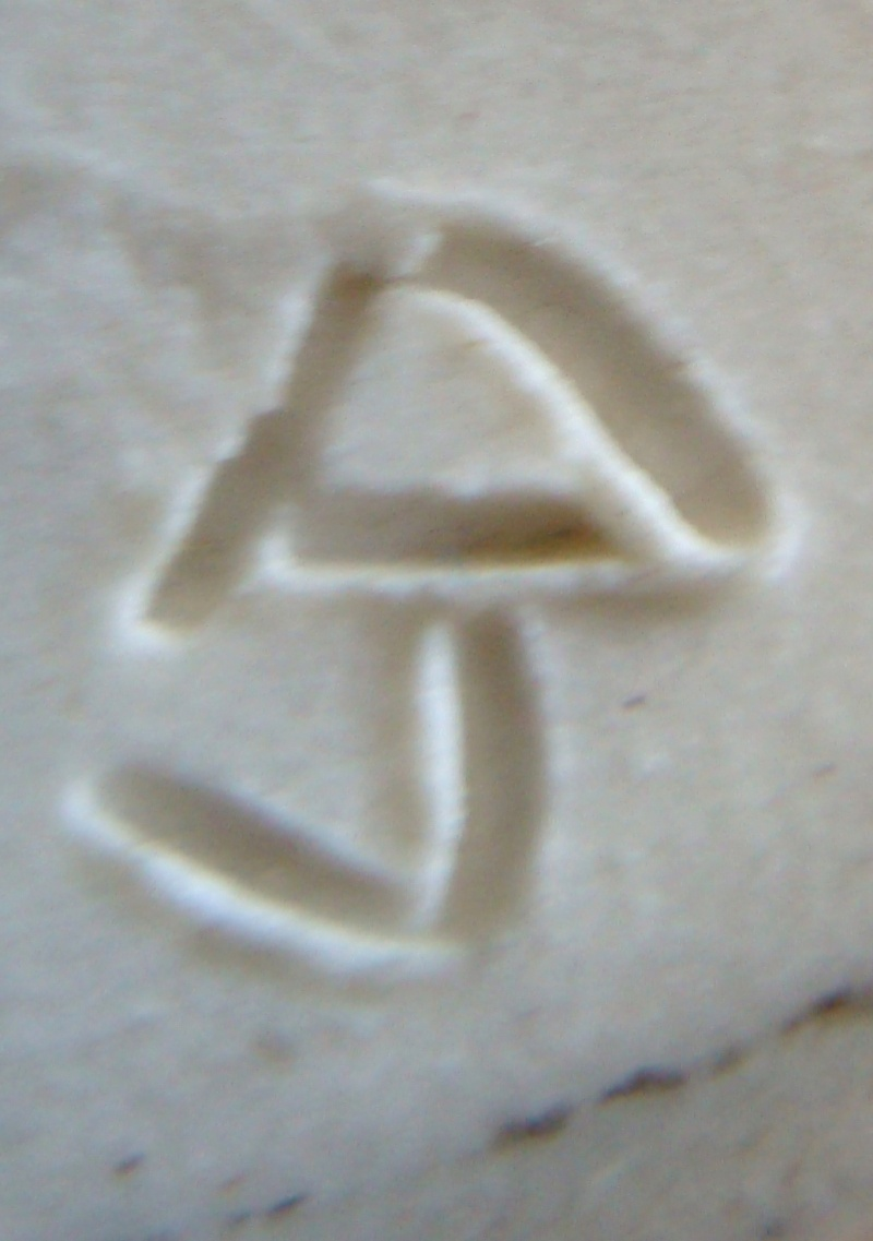 Several Pottery pieces ... Dsc06425