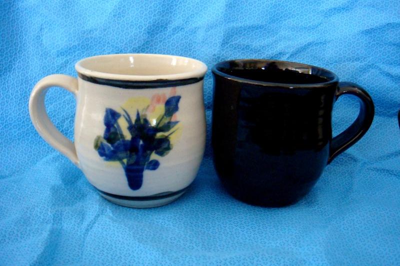 Len castle mug / cup ? No it's not his mark it belongs to Chris Lewis Dsc06521