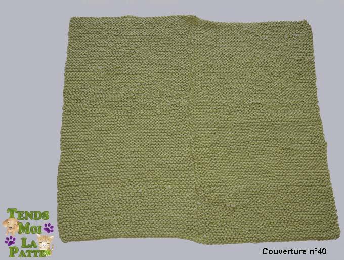 Vente de couvertures tricotées par des bénévoles  Couver18