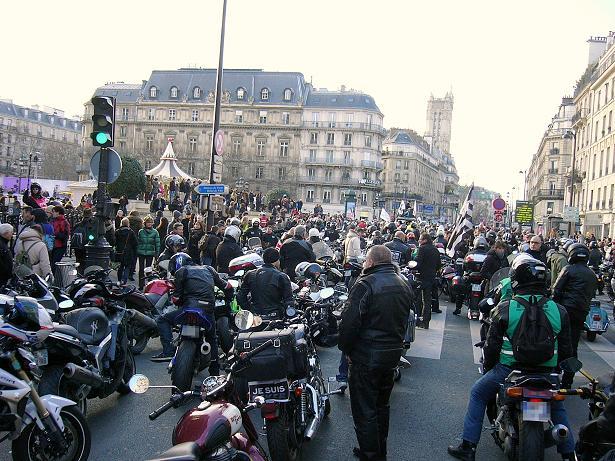 Interdiction de circulation des motos agées dans Paris Manif_10