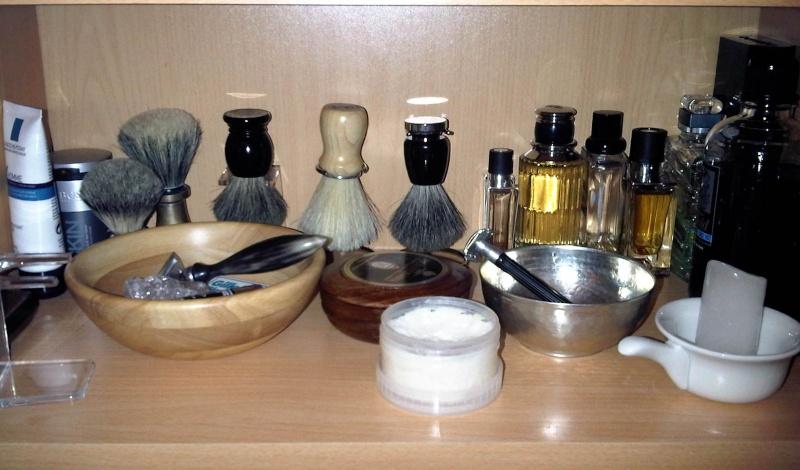 Photos de votre armoire spéciale rasage (ou de la partie réservée au rasage) Img-2010