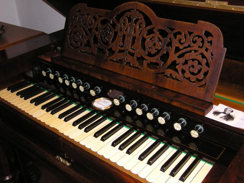 Schiedmayer Meister-Harmonium 1911 P1010011