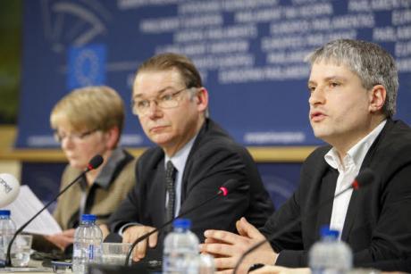 Comment l'Union européenne nous prend pour des imbéciles - Page 4 Luxlea10
