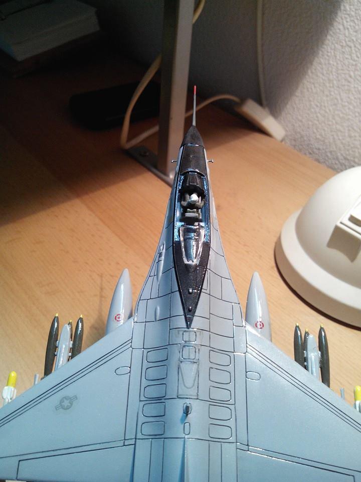 F16.revell 1/72. 10245410