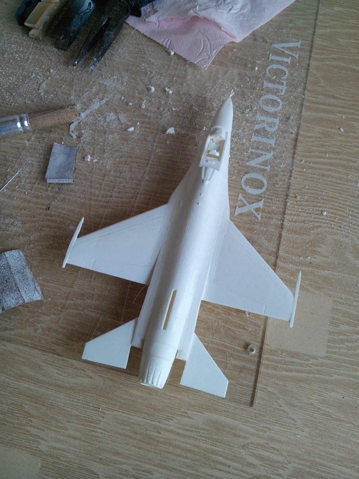 F16.revell 1/72. 10277110