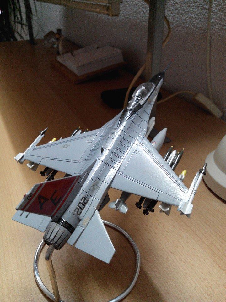 F16.revell 1/72. 10363510