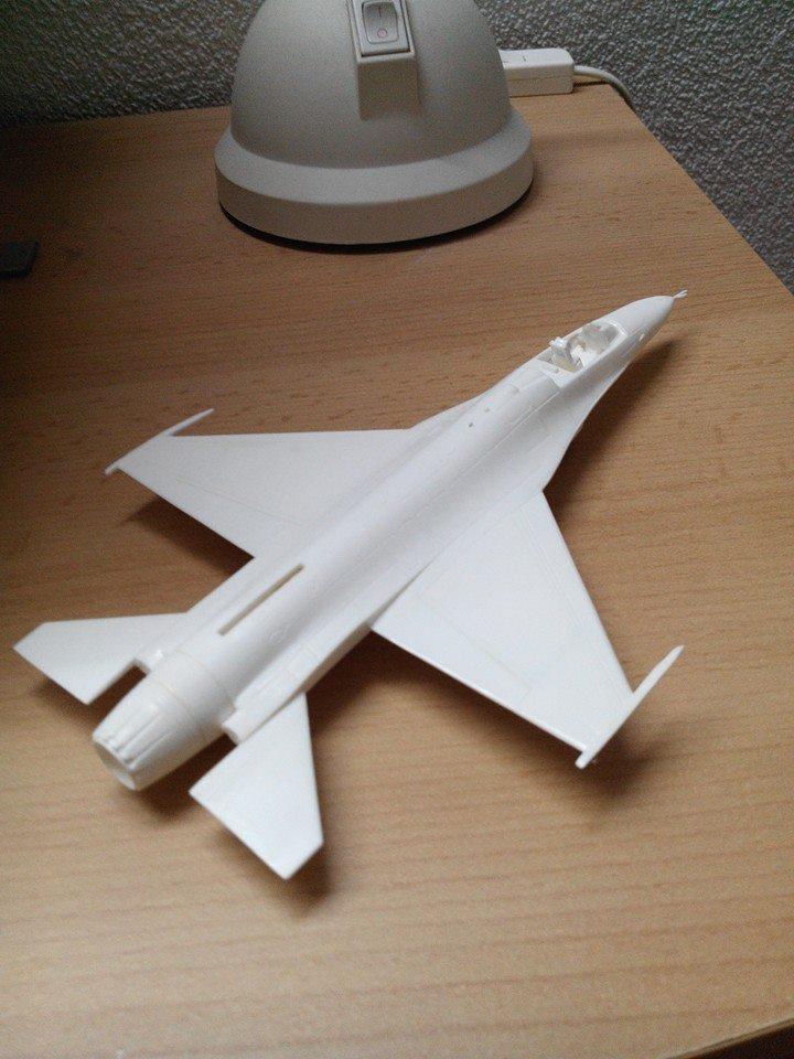 F16.revell 1/72. 10403010