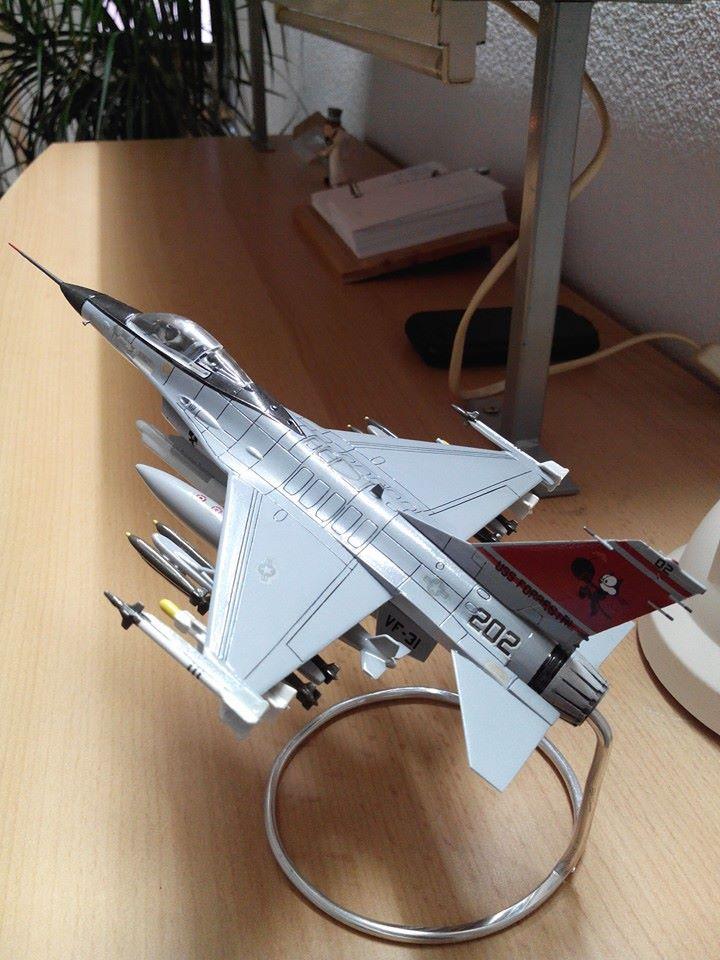 F16.revell 1/72. 10488210