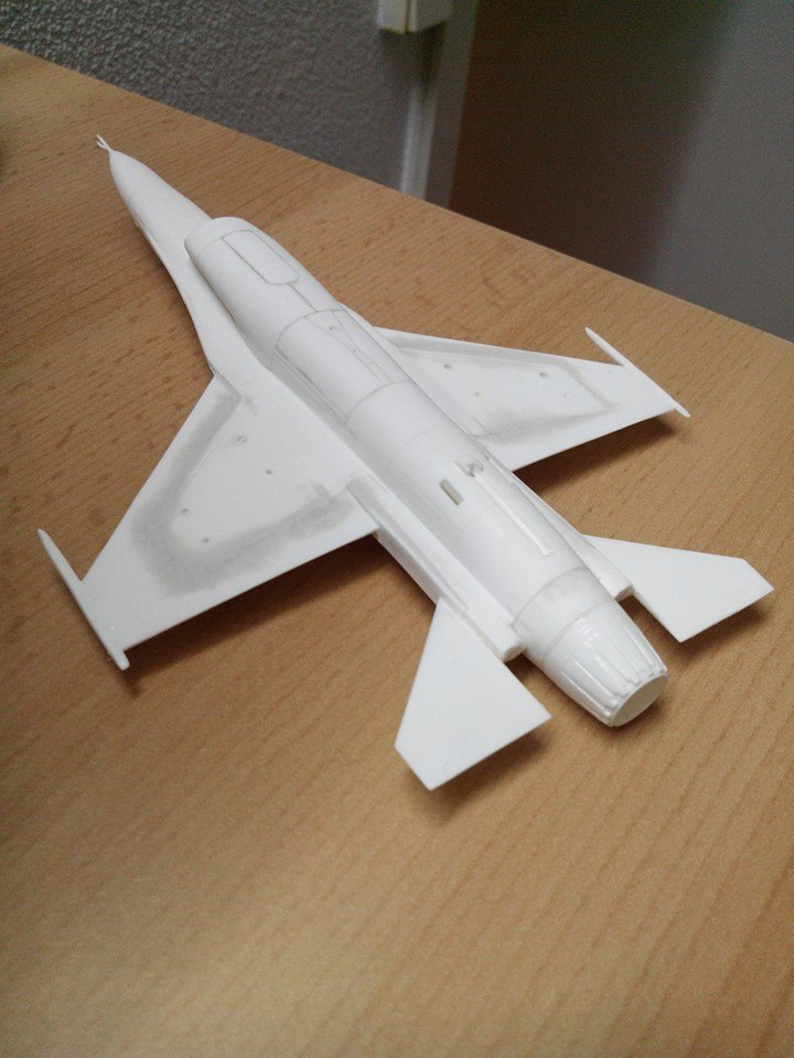 F16.revell 1/72. 10881411