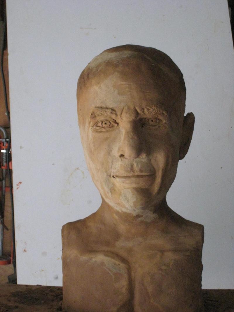 Reprendre un buste d'un an. 00210
