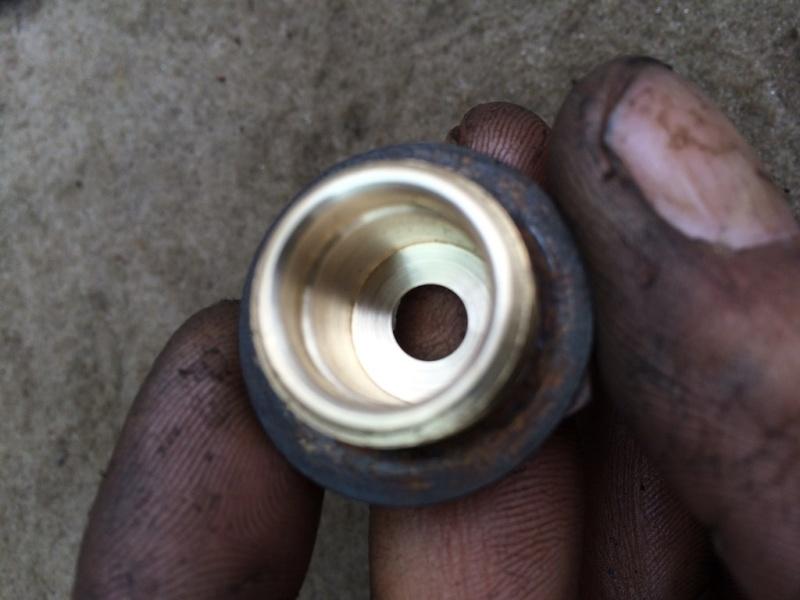 Nettoyer les valves de purge des cuves d'air. Img_3614