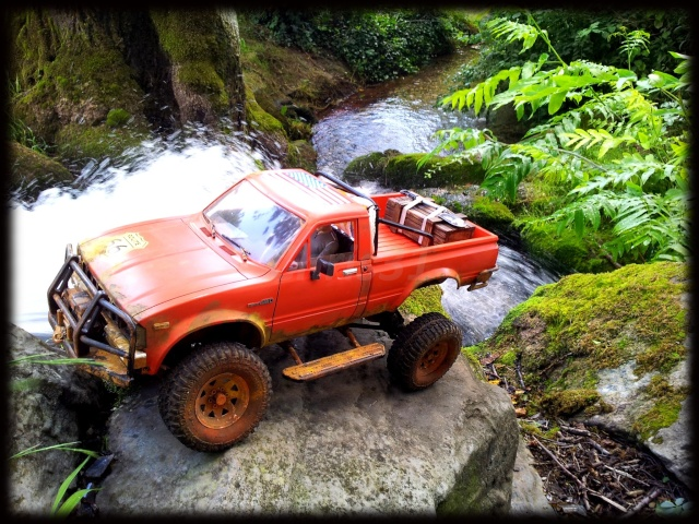 [Axial SCX10] Chris Customs. Toyota Hilux 1981 Hilux_10