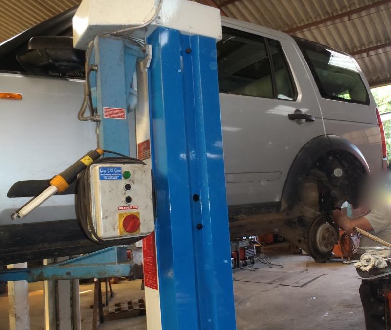 Nouveau garage Land Rover dans le 17 P6140010