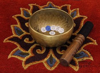 Purifier et recharger ses pierres avec un bol chantant (bol tibétain) Blog-b10