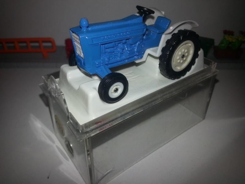 N°253 Tracteur Ford 5000 20150158