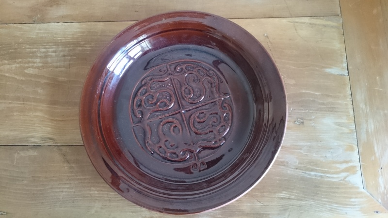 Large Treacle Glazed Plate ID? Dsc_0210